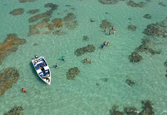 Praia de Perobas com Lancha