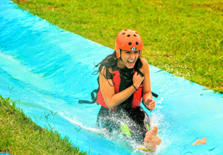 Day Use (Stand up paddle, campo, lago, caiaque, slackline, arvorismo, tirolesa, badminton, rede de vôlei e mega rampa).