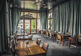 Almoço no Cavas Wine Lounge