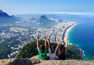 Morro Dois Irmãos e Favela do Vidigal