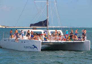 Catamarã Albatros para Isla Mujeres