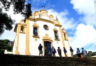 COMBO - Transfer de chegada e saída + Caminhada Histórica em Fernando de Noronha (1 dia)