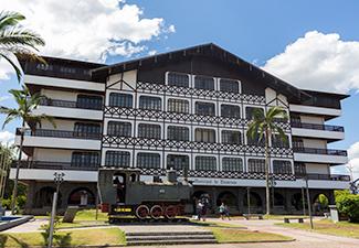COMBO - Transfer de Chegada e Saída - Aeroporto de Navegantes para Hotéis em Penha ou Piçarras + City Tour Blumenau
